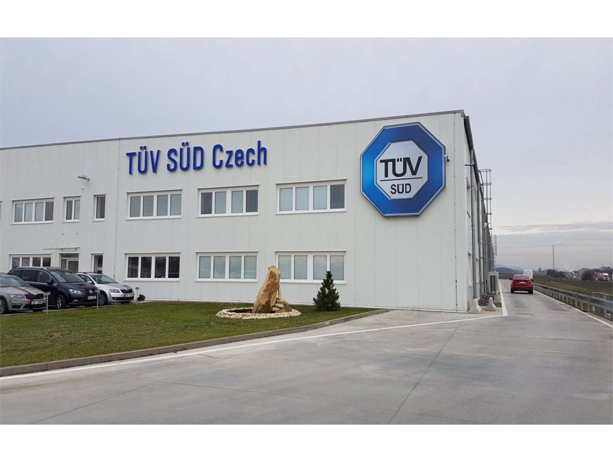 TÜV SÜD crash center
