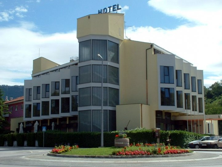 Commercial air conditioner system for hotel Fontana